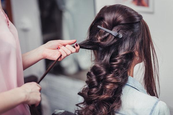 Šminka i frizura za svečanosti kako uklopiti make-up i kosu