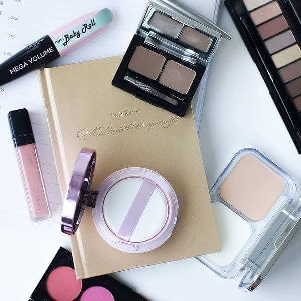 Šminka za posao: Proizvodi koje treba da imate u neseseru