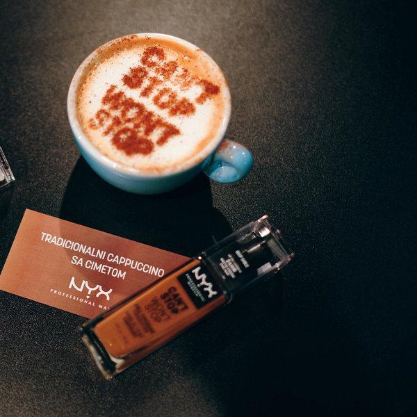 Događaj koji se prepričava: kafa, šminka i influenseri