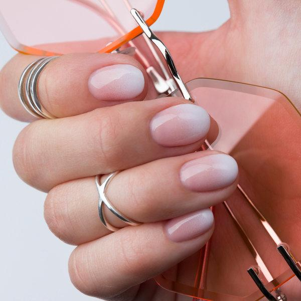 Uradi sama: Ombre nokti