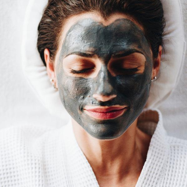 Ugalj kao sastojak proizvoda za čišćenje lica