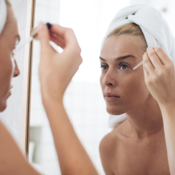 Šta je serum za lice i zašto treba da ga koristiš